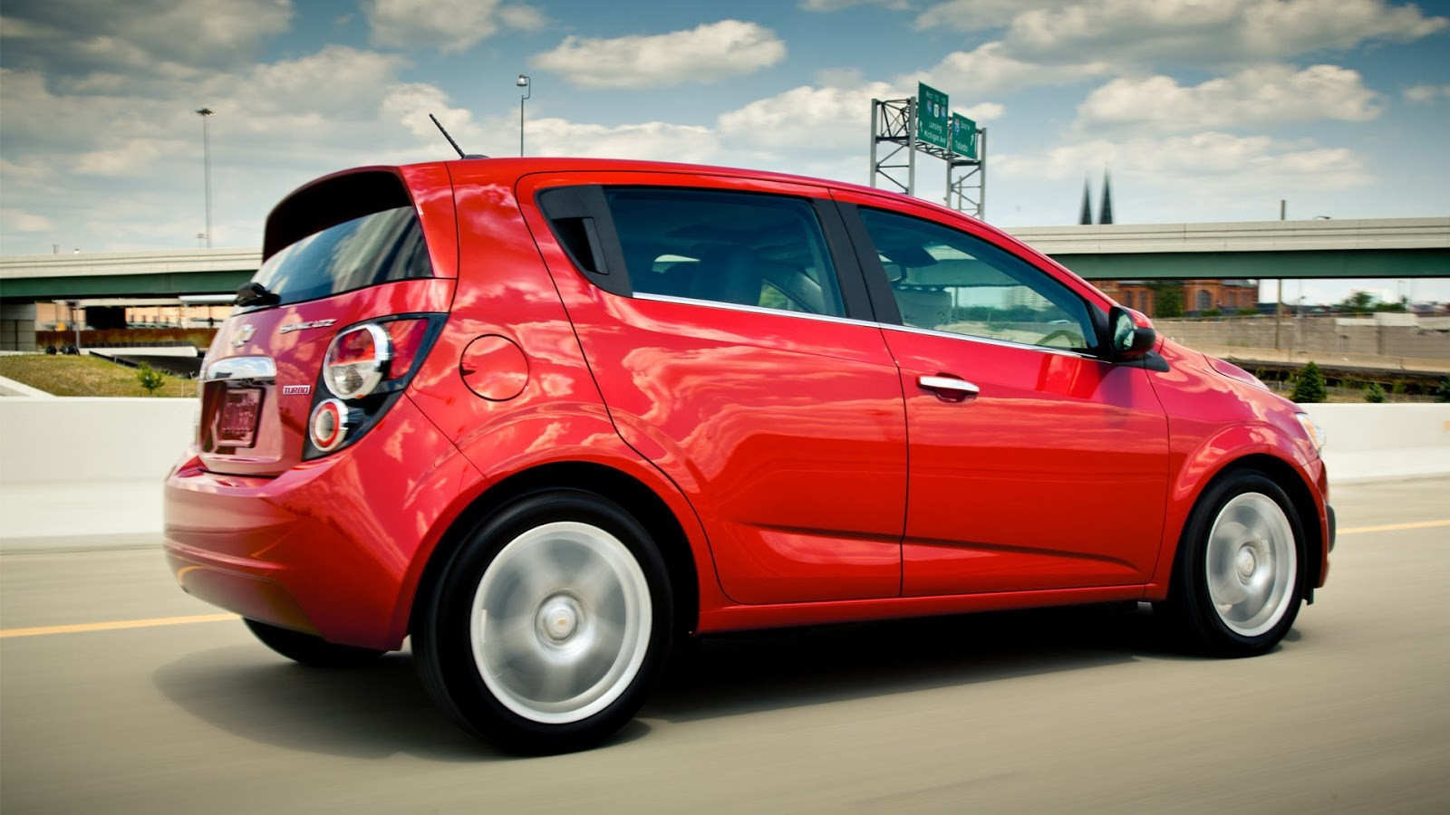 2015 Chevy Sonic KBB review